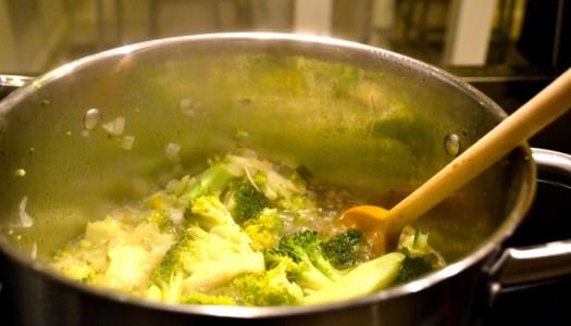 Broccoli-Suppe wärmt im Handumdrehen