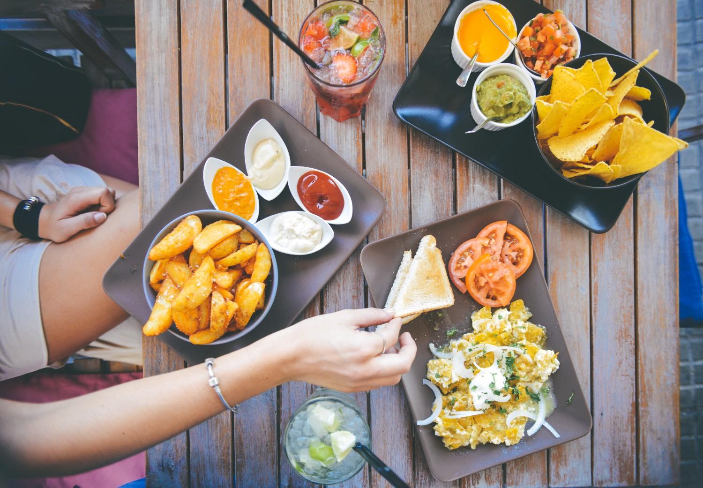 https://www.pexels.com/photo/food-salad-restaurant-person-5317/