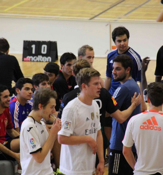 Beim Fussballturnier am Begegnungstag, organisiert von Docnet und SHSG, spielten HSG-Studenten zusammen mit Asylbewerbern Fussball.